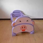 giường nhựa đơn hình lợn tím cho bé